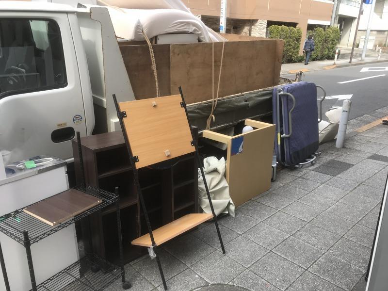 現場レポート世田谷区引越し時の不用品回収トラック横